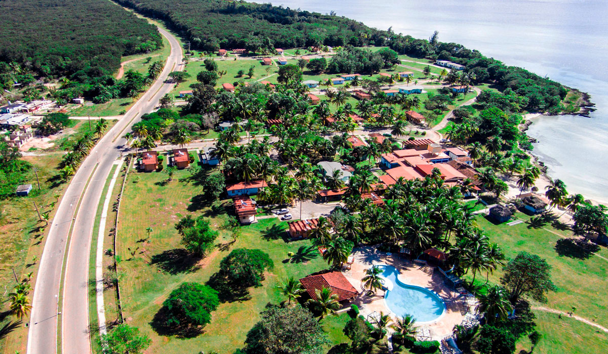 Hotel Horizontes Playa Larga - Aerial view