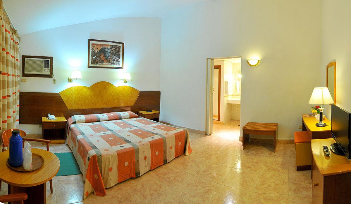 Hotel Cubanacan Versalles - Room