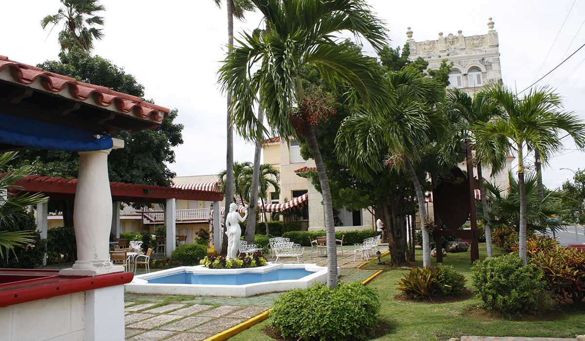 Hotel Pullman - Backyard