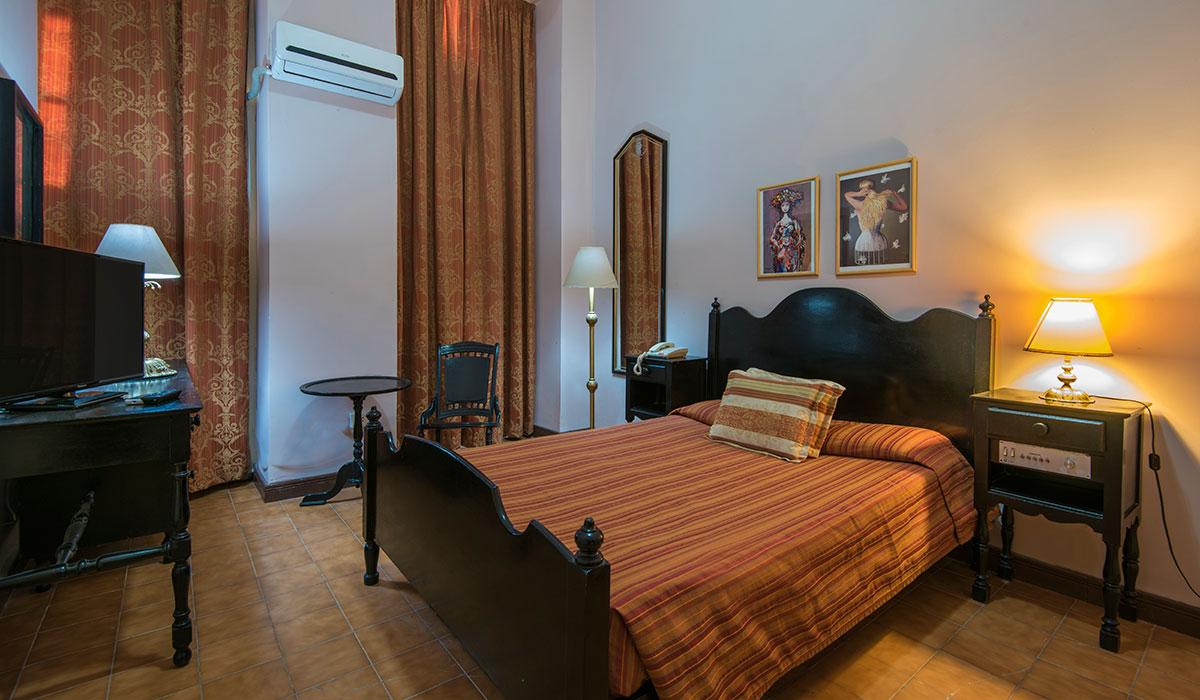 Hotel Plaza - Habitación