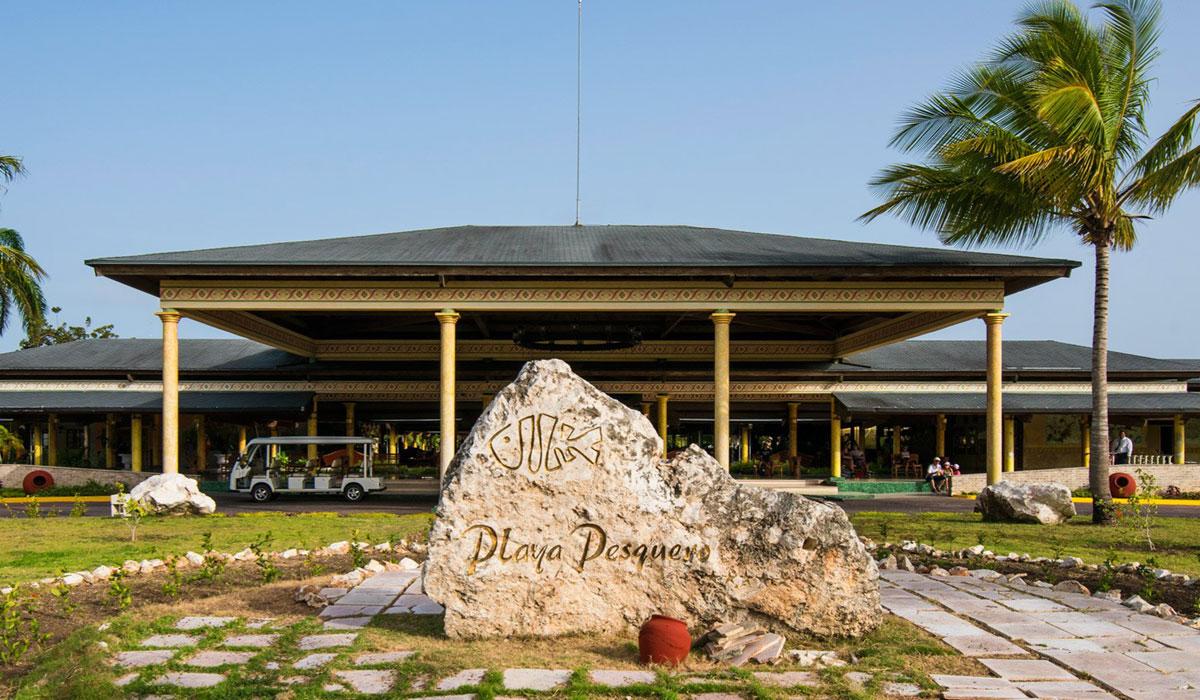 Hotel Playa Pesquero - Facade