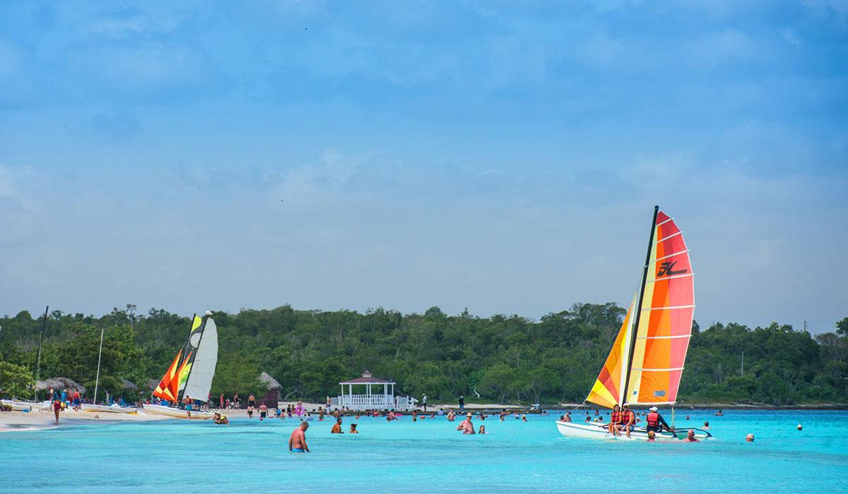 Hotel Playa Pesquero - Beach