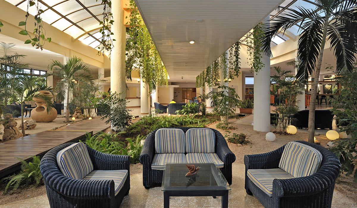 Hotel Sol Sirenas Coral Resort - Lobby