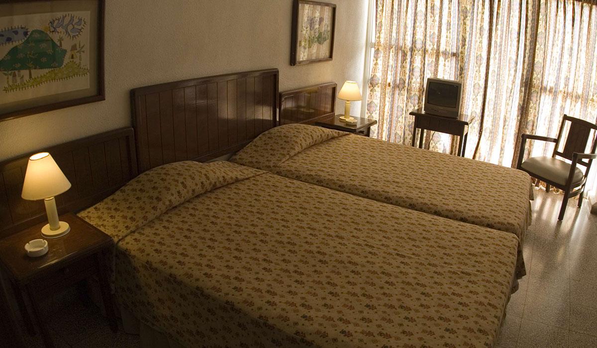 Hotel Morón - Room