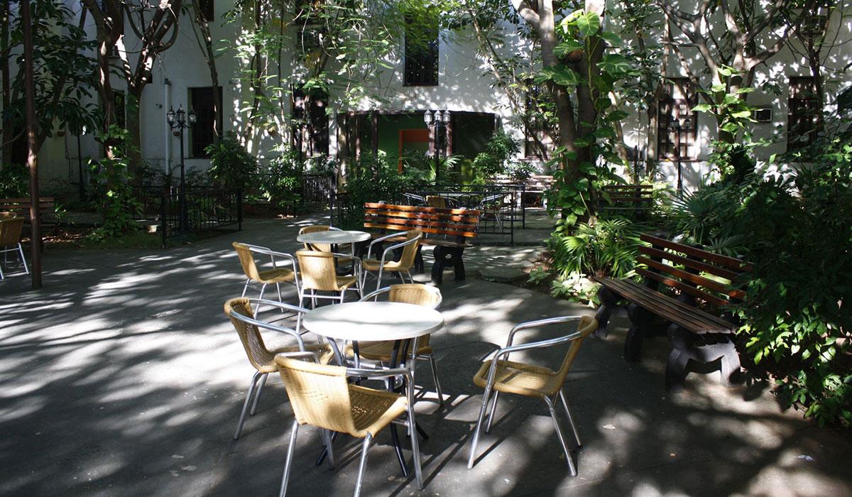 Hotel San Alejandro - Inner backyard