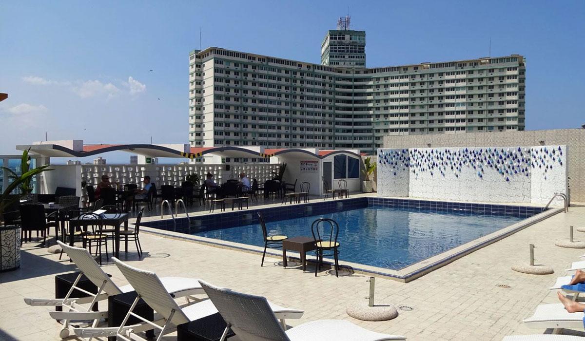 Hotel NH Capri - Piscina