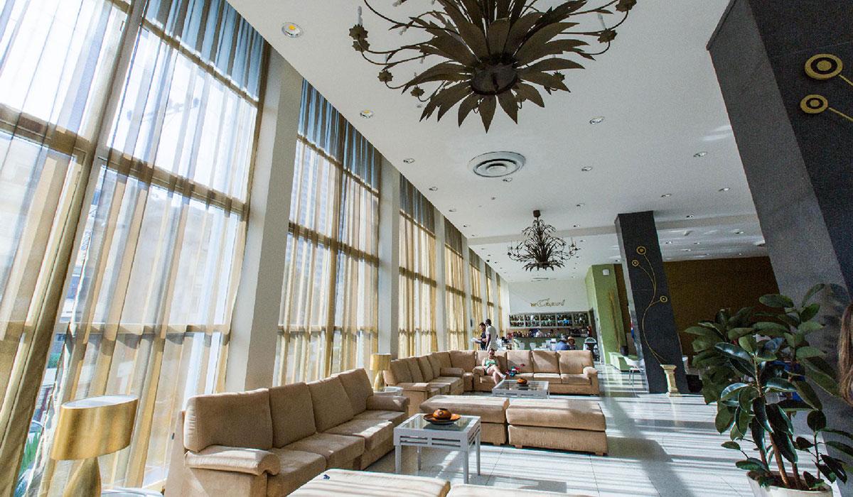 Hotel NH Capri - Lobby