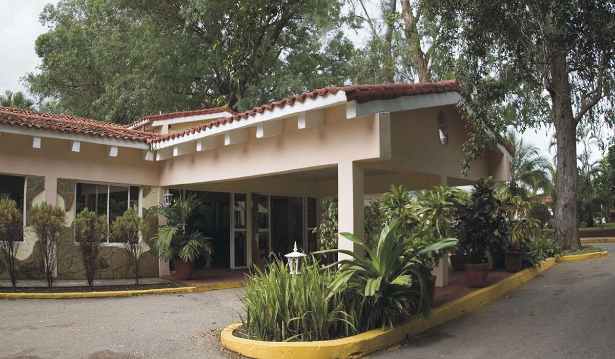 Hotel Los Laureles - Entrance