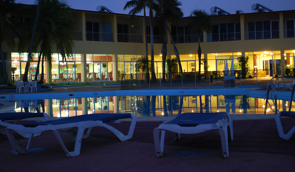 Hotel Colony - Pool at night